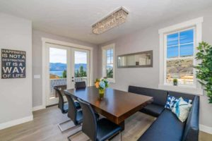 table in lake chelan vacation rental